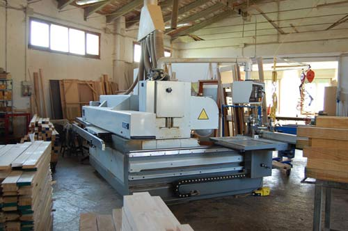 macchina per la produzione dei serramenti